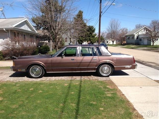 1989 lincoln town car for sale oshkosh wisconsin. Black Bedroom Furniture Sets. Home Design Ideas