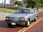 1982 Mercedes 300CD Picture 2