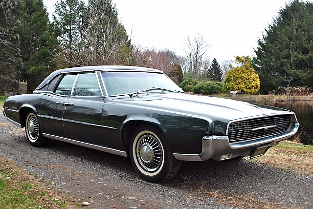 1967 Ford Thunderbird Picture 2