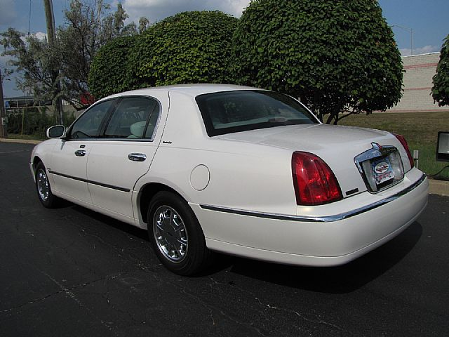 2001 lincoln town car related infomation specifications. Black Bedroom Furniture Sets. Home Design Ideas