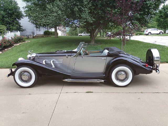 Marlene on 1936 Mercedes Benz 540k