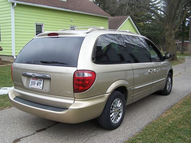 2002 chrysler town and country for sale madison wisconsin. Black Bedroom Furniture Sets. Home Design Ideas